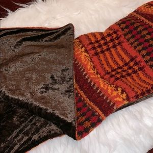 Accessories - Reversible scarf.